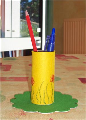 bricolage d 39 un pot a crayons. Black Bedroom Furniture Sets. Home Design Ideas